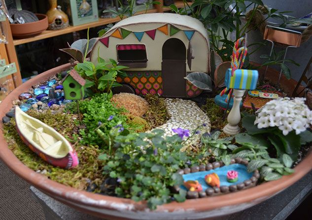 How to growing annuals and perennials building a for Fairy garden box ideas